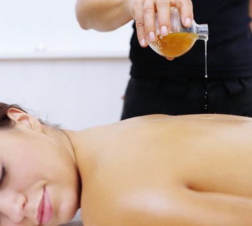 Борьба с целлюлитом: медовый массаж